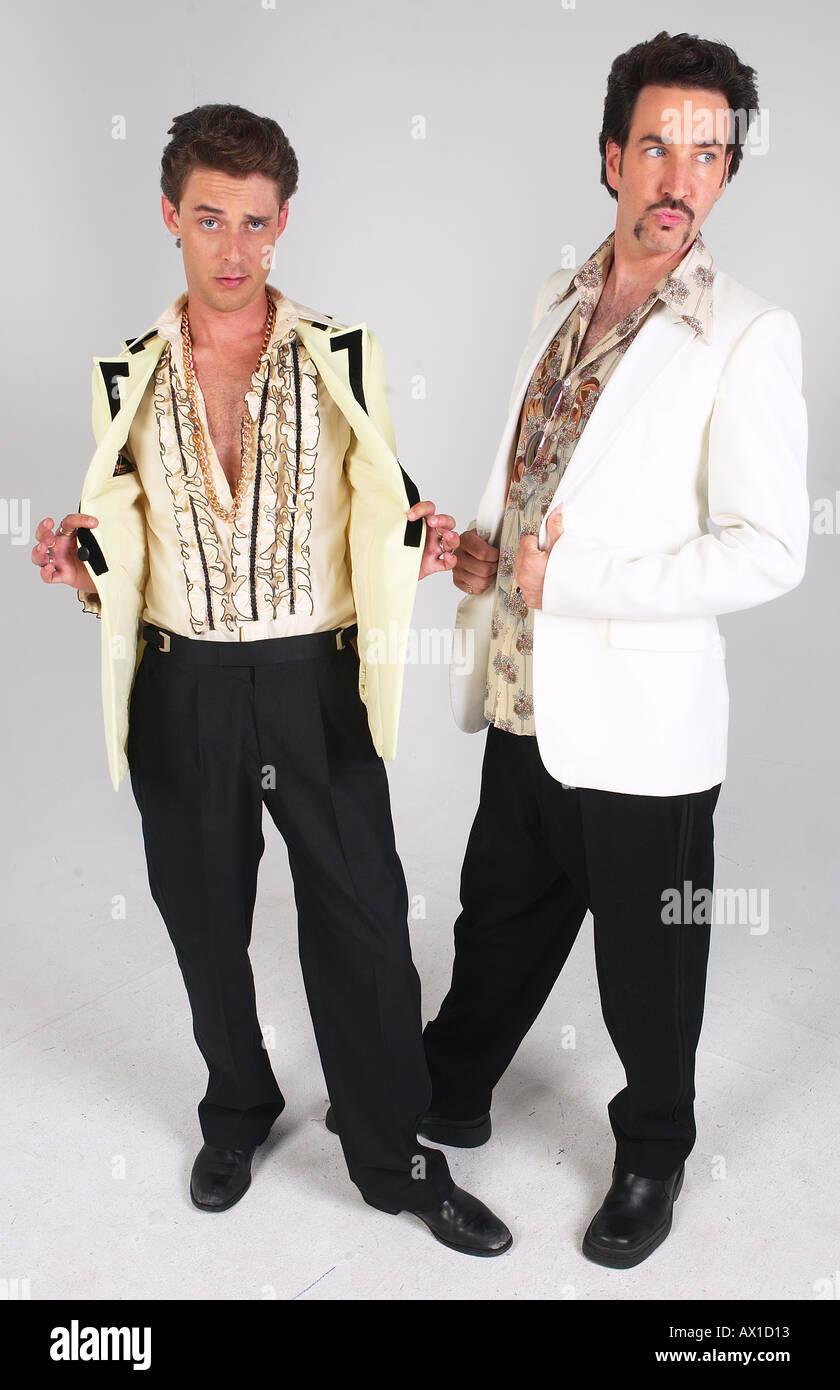 Männer im 70er Jahre Stil Kleider Stockfotografie - Alamy