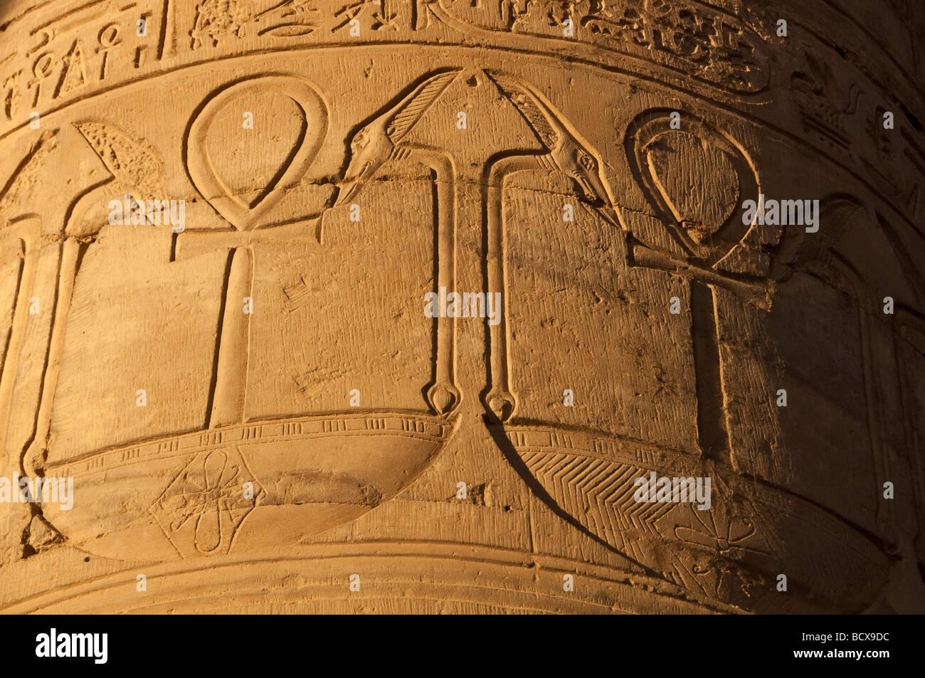 Ägypten Kom Ombo Tempel Spalte zeigt zwei Ankhs, die