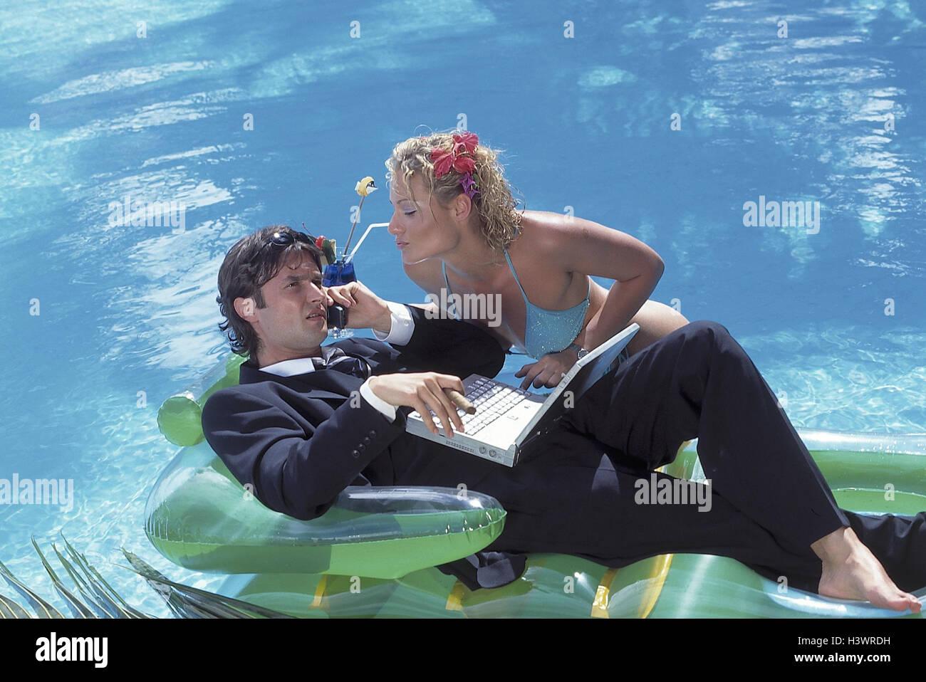 Schwimmbad, Mann, Anzug, Notebook-Computer, Handy, Zigarre