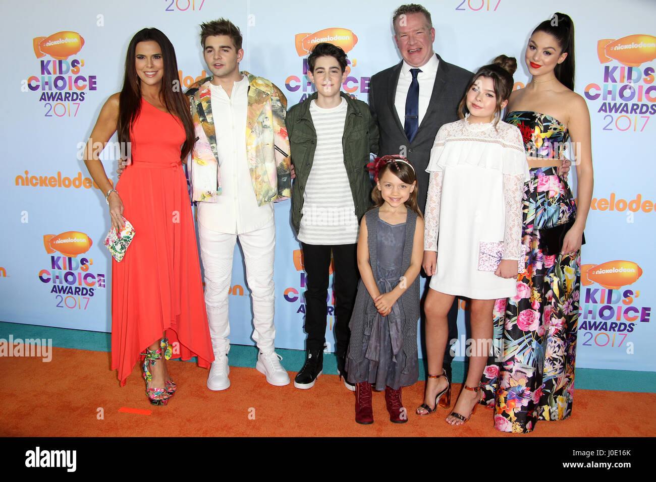 Nickelodeon 2017 Kids Choice Awards - Ankünfte Featuring